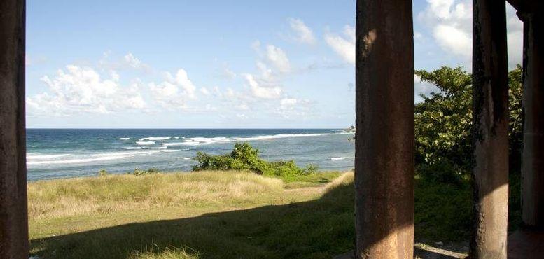 Руины на берегу моря