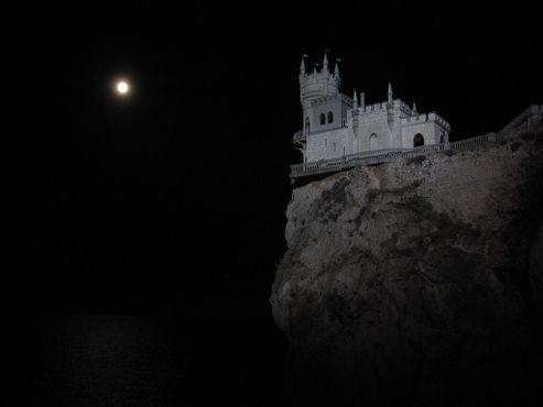 «Ласточкино гнездо»ночью