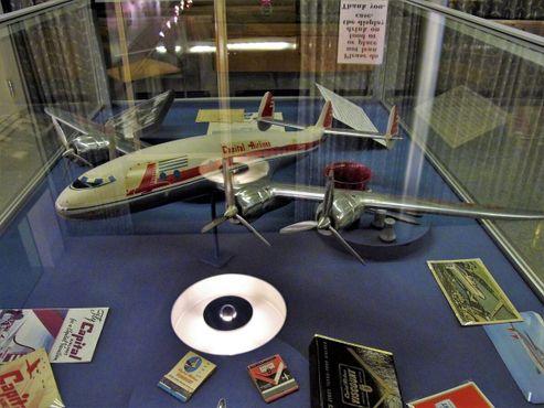 Выставка, посвящённая старой авиакомпании Capital Airlines, которая в 1961 году объединились с United