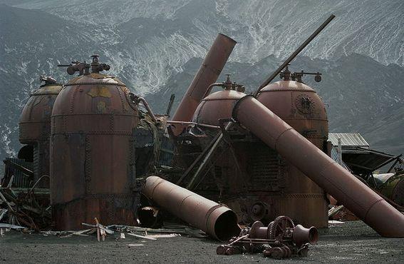 Остатки котлов китобойного судна