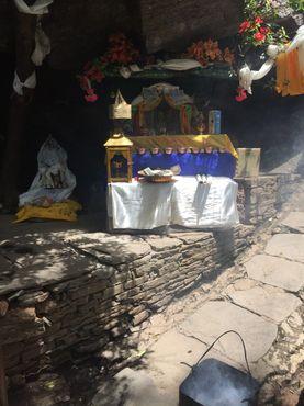 Святилище наги и святая вода рядом с монастырем