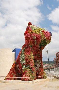 """""""Щенок"""" на своем постоянном месте на площади Агуэрре возле музея Гуггенхайма в Бильбао"""