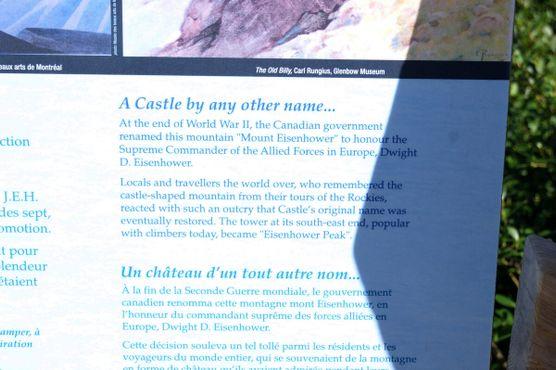 Информационная панель у горы