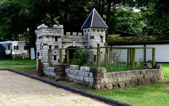 Замок, который когда-то использовался как загон для кроликов