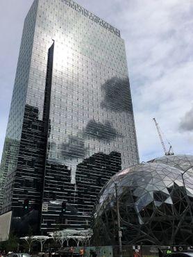 Плиты и сферы в штаб-квартире Amazon