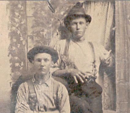 Считается, что этот молодой человек справа - Билли