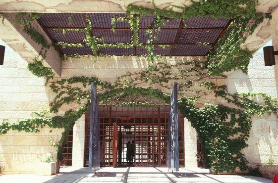 Вход в мормонский университет