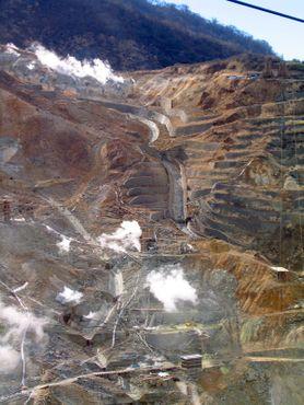 «Долина горячих источников» с высоты канатки Хаконе. Источник: spinkk/Atlas Obscura
