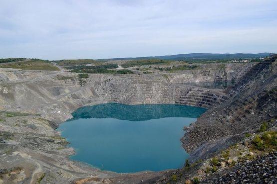 Бирюзовые воды рудника