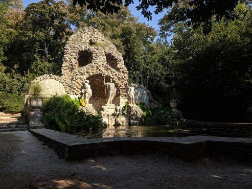 Посейдон, устремивший взор на фонтан