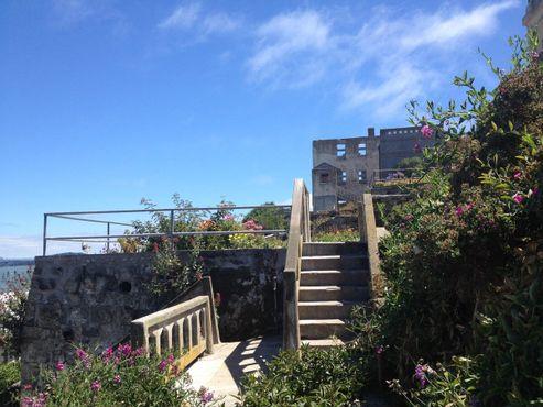 Один из офицерских садов, закрытых для общего доступа, на территории тюрьмы Алькатрас