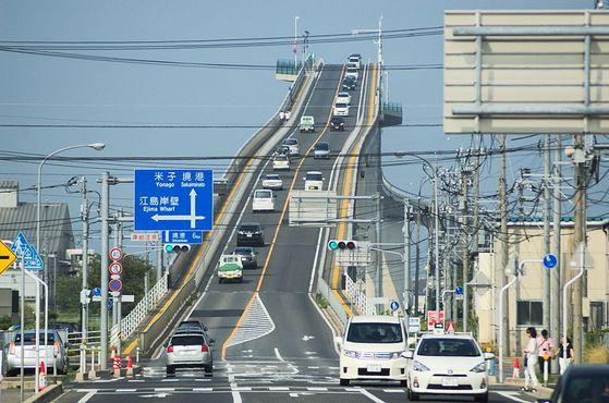 Необычный мост Эшима Охаси