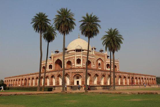 Могила Хумаюна, один из трех объектов Всемирного наследия ЮНЕСКО в Дели