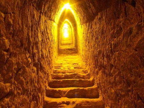Внутри тоннелей пирамиды.