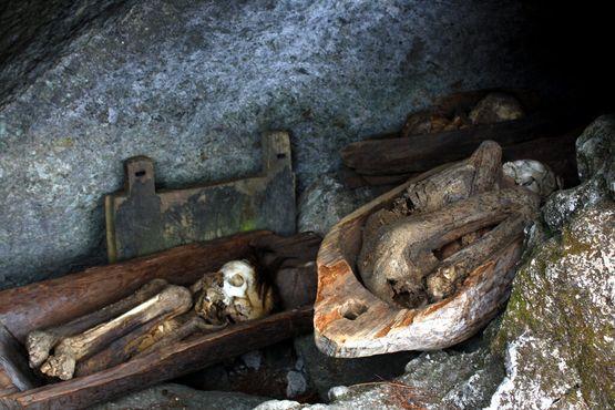Мумии в пещерах Тимбак