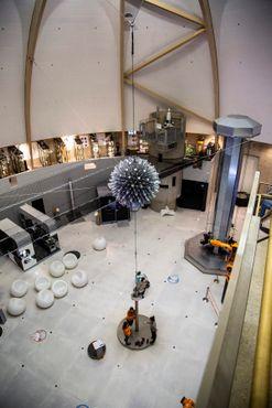 Крупнейшая в мире сфера Хобермана (сложенная форма)