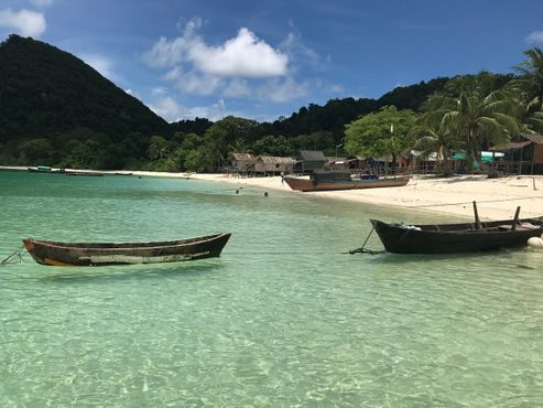 Поселение племени мокен на острове Ва-Але