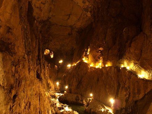 Освещение в пещере
