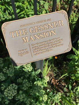 Историческая мемориальная доска у особняка Гесснера