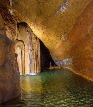 Водопад в пещерах Трабук