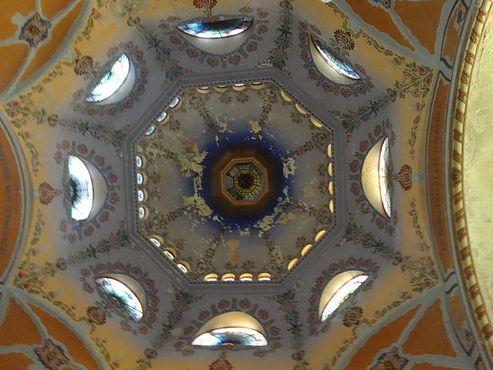 Вид на купол синагоги Суботицы