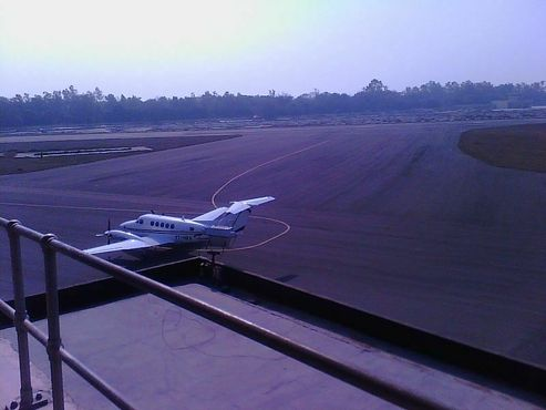 Самолет в аэропорту Сафдарджунг