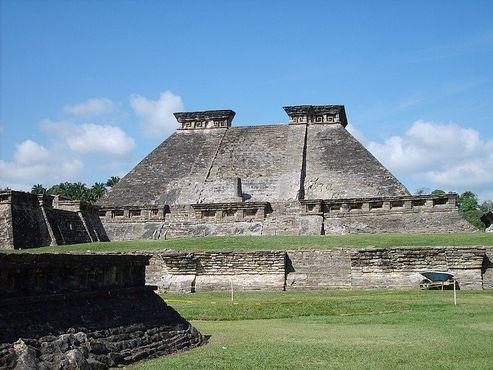 Одна из храмовых пирамид