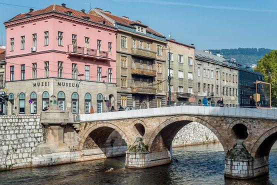 14 октября 2016. Сараево, Босния и Герцеговина. Музей убийства Франца Фердинанда и Латинский мост