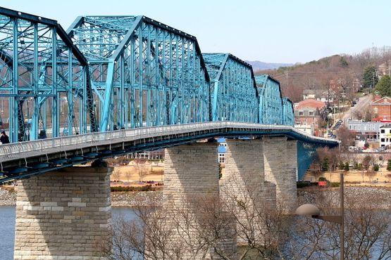 Длинный пешеходный мост
