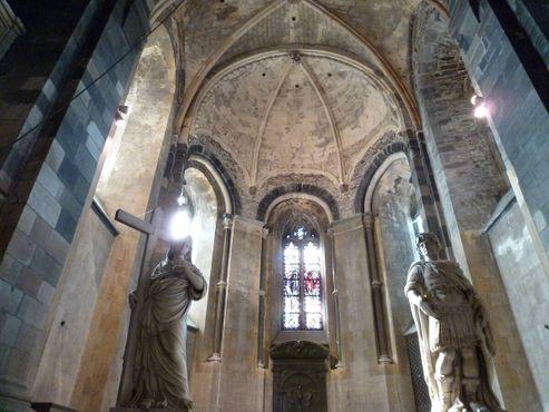 Внутри церкви Святого Креста