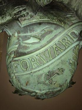 Скульптура барсука с линкора ВМС США «Висконсин»