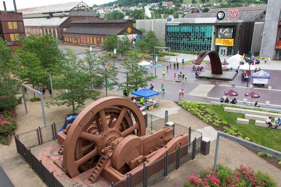 Вид на индустриальный парк с эстакады