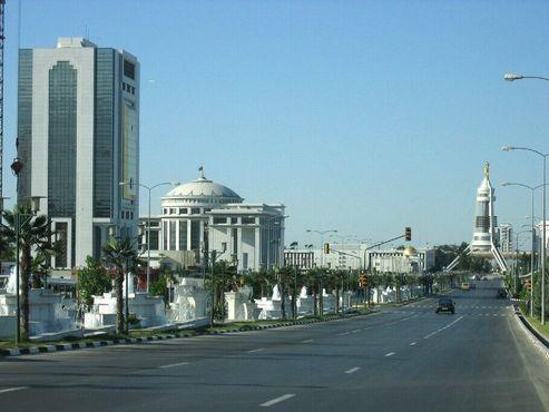 Арка нейтралитета в Ашхабаде