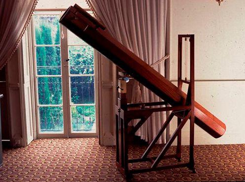 Копия двухметрового телескопа, с помощью которого Гершель открыл Уран