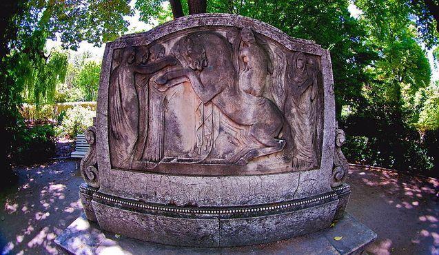 Стела каталонского скульптора Фредерико Мареса