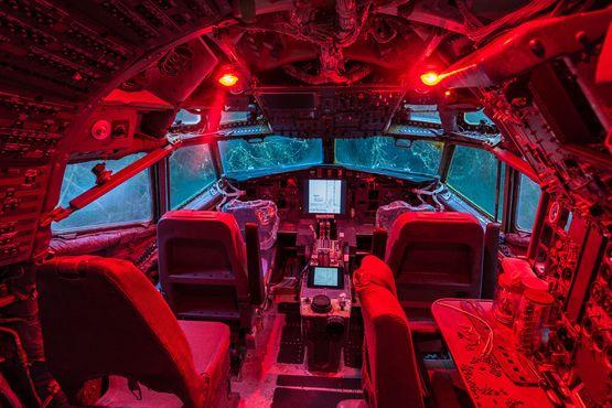 Внутри кабины дома-самолёта