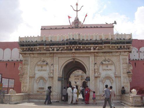 Храм Карни Мата