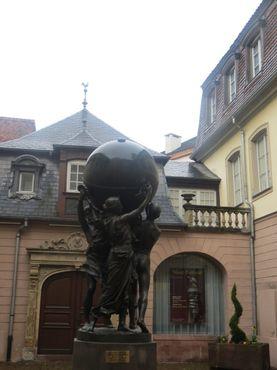 Дворик перед музеем