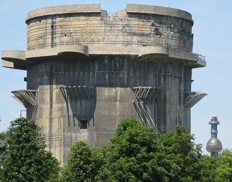 Зенитная башня и Шпиттелау вдали