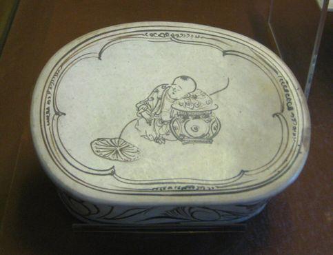 Подушка в форме боба с изображением ребенка, Северная династия Сун