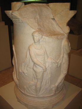 Алтарь Юпитера, найденный в театре