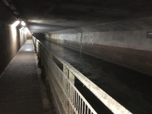 Внутри канализации