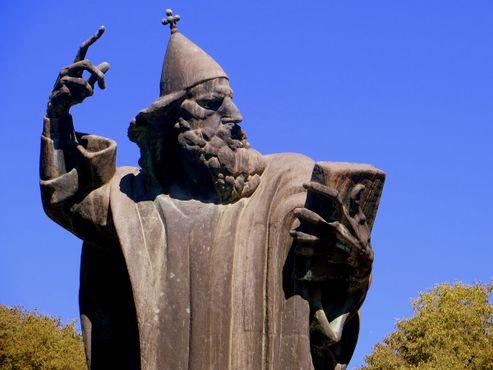 Статуя Гргура Нинского