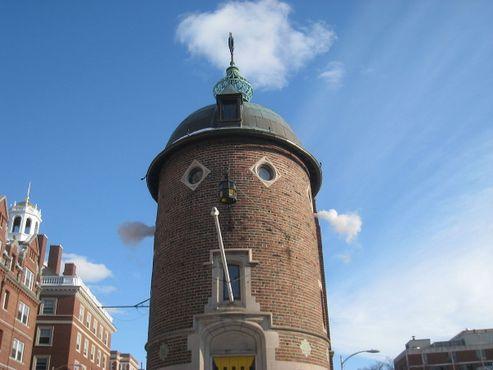 Гарвардское здание сатиры