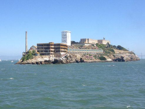 Вид на Алькатрас из бухты, 2012