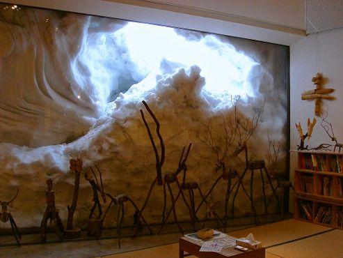 Каждую зиму музей и его многочисленные панорамные окна погружаются в одновременно романтичную и пугающую толщу снега