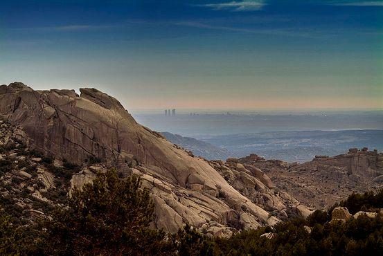 Вид с гор Ла-Педрисы на далёкий Мадрид