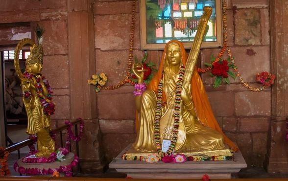 Статуя Мирабая, Мира Махал в городе Мерта