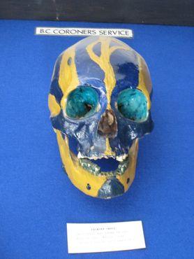 Раскрашенный череп, присланный в полицейское управление Ванкувера
