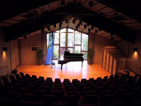 Сцена концертного зала